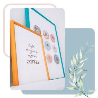 LIFE BEGINS AFTER COFFEE... OR TEA ?  J'adore ces deux petites affiches que j'ai installé dans la cuisine d'une de mes clientes. 😍 Bon le seul problème c'est que pour ma part c'est plutôt après le thé ☕️ que la vie commence. 😂 Et autant dire que je pourrais pas mettre une affiche avec des donuts chez moi... ça me donnerait trop envie de manger tout le temps. 😅🍩  Pour ma part, je préfère installer des meubles de couleurs claires et sobres (blanc, bois) pour apporter de la lumière dans un intérieur et accessoiriser avec des petites touches de couleurs (cadres, accessoires décoratifs, vases, tapis...). Ça permet ainsi de pouvoir facilement renouveler sa déco sans pour autant devoir changer tous les meubles. J'adore modifier mes décorations en fonction des saisons par exemple, c'est donc plus facile de changer quelques accessoires par-ci, par-là. • • • • • #decoratrice#decoratriceinterieur#decoratricesuisse#decorationdinterieur#archiinterieur #architecteinterieur#decorationdesigner#coachingdeco#homedesigner#decoideas #decoratriceevenementiel#evenement#evenementiel#eventplannersuisse#eventdesigners#decoratriceevenement#eventplannerlife#harmonie#momentsuspendu #profiterdumomentprésent#decoratricemariage#organisatricedemariage#weddingplannertips#swissweddingdesigner#horsdutemps#enjoythemoments#entrepreneurtip#entrepreneurjourney#vieentrepreneur#entrepreneursuisse