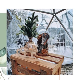 DÉCORATIONS SAISONNIÈRES Les températures ont bien chutées depuis quelques jours, il était temps d'aménager la terrasse du château Rochefort pour l'hiver ❄️ en espérant que vous pourrez bientôt en profiter pour goûter leurs vins ou pour partager une fondue 😍. Merci à eux pour leur confiance ! • • • • • #decosaisonniere #decohiver #hiver #hivernal #noel #decorationnoel #decohivernale #decorationsaisonniere #decorationhiver #decorationtionhivernale #decoration #decorationexterieur #decorationterrasse #deco #saison #architectedinterieur #decorationdinterieur #decoratrice #amenagement #chateau #bulleigloo #exterieur #decoexterieure