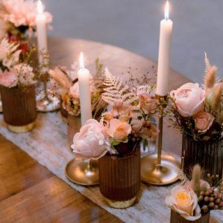 ILLUMINER LES COEURS  La lumière, sous toutes ses formes, fait partie intégrante d'un mariage ! J'adore jouer avec les guirlandes, les lanternes, les bougies... C'est en partie grâce à ces touches de lumières que la magie opère, que l'ambiance se créée. Elles apportent de la chaleur, de la convivialité et illumine tous les coeurs !   Wedding Planner @mary_mariage  Photographe @nomadicjune  Décoration @_creativy_ Fleurs @auptitjardinfleurs  • • • • • • #shooting #inspiration #shootinginspiration #inspirationmariage #inspirationdeco #mariage #elopment #elopmentdecor #elopmentwedding #decorationmariage #deco #decoration #decor #decormariage #renouvellementdevoeux #elopementlove #elopmentinspiration #decomariage #weddingdecor #weddinginspiration #wedding #weddingdecoration #decoratrice #weddingdecorator #decoaddict #weddinglighting #weddinglights #weddingambiance #dreamweddings